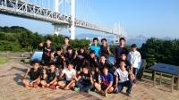 瀬戸大橋と瀬戸内海をバックに記念撮影です。