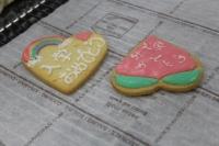 ハートの型のクッキーですが、発想の転換!まさかの逆から桃です。
